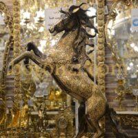 اسب برنزی رو دم سیاه قلم زنی 92 سانت