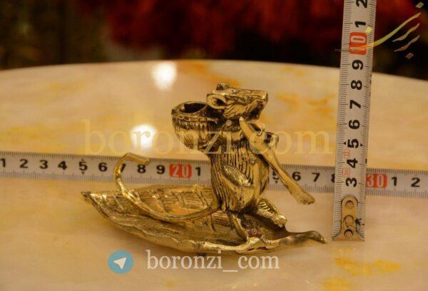 مجسمه برنزی موش شناور